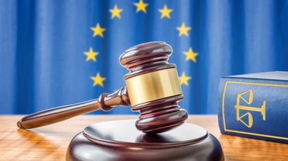Richterhammer und Gesetzbuch – Europäische Union