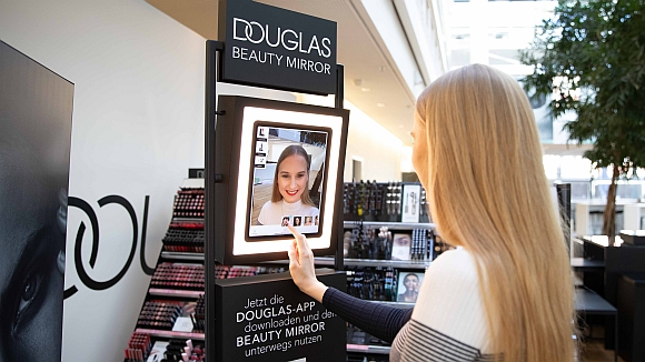 Virtueller Make-up-Spiegel von Douglas