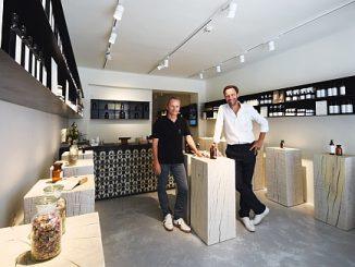 SAINT CHARLES Store, Wien: Co-Gründer und Apotheker Alexander Ehrmann und Co-Gründer Richard König wollen mit ihrem Konzept alle Sinne ansprechen.
